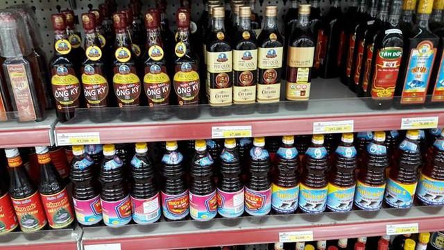 Một số loại nước mắm truyền thống vẫn được bán tại Fivimart Lý Thái Tổ