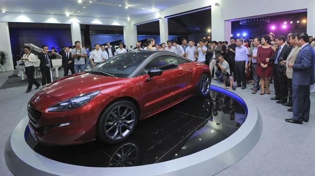 Giá xe khó có điều kiện để giảm và ước mơ về xe giá rẻ vẫn xa tầm với của người Việt (ảnh Lê Anh Dũng).