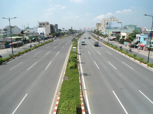 Đường Phạm Văn Đồng được xem là tuyến đường đẹp nhất TP HCM hiện nay