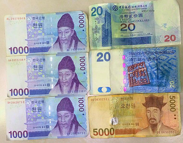Những tờ tiền nước ngoài cũ kỹ nhặt được trong chiếc áo có thể đổi sang tiền Việt với con số khủng