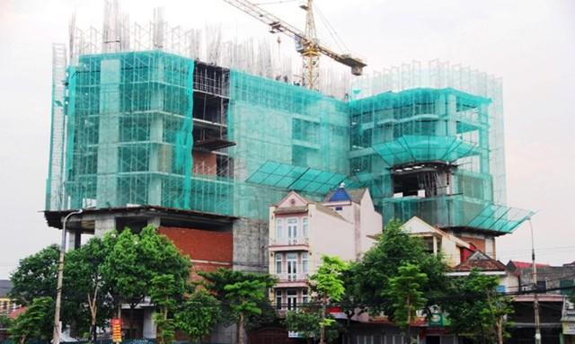 Nhiều chung cư cao tầng ở Nghệ An vẫn tiến hành xây dựng công khai khi chưa được cấp phép.