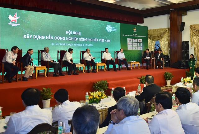 Thủ tướng Nguyễn Xuân Phúc đối thoại với các doanh nghiệp. - Ảnh: VGP/Quang Hiếu