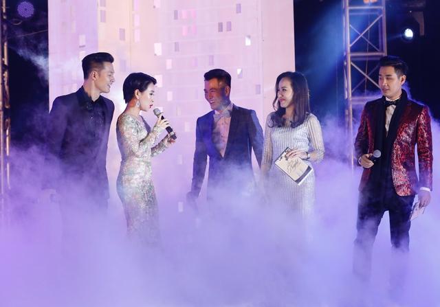 """Uyên Linh, Đức Tuấn và Hồ Trung Dũng với ca khúc """"Lắng nghe mùa xuân về""""."""