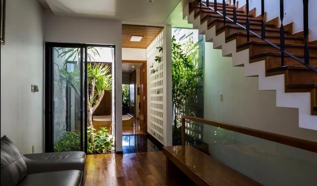 Không giống như phần lớn những ngôi nhà ống truyền thống, mọi không gian trong ngôi nhà này lúc nào cũng tràn ngập ánh sáng tự nhiên.