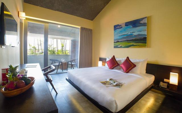 Mỗi phòng nghỉ trong khách sạn đều có một ban công nhỏ để khách có thể thoải mái thư giãn.