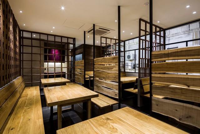 photo 14 1478510894716 Ngắm nhìn cận cảnh nhà hàng có nội thất gỗ độc đáo ở TP. HCM