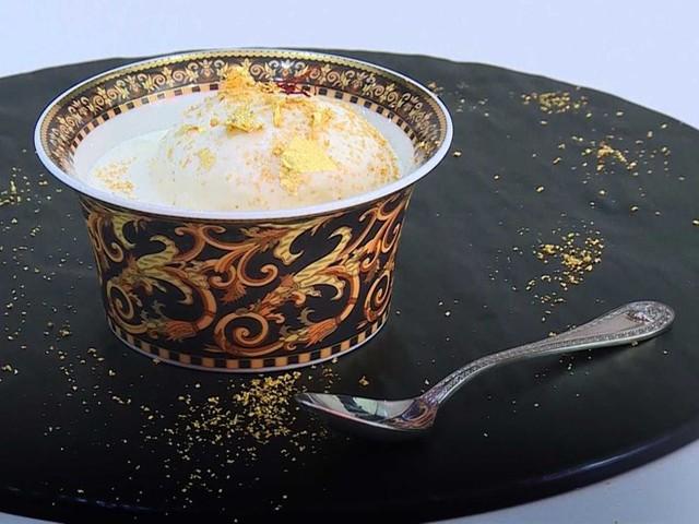 Kem giá 817 USD một viên: Quán Scoopi Café ở Dubai đã chế biến ra loại kem siêu đắt tiền từ nấm truffle Italy, nhụy hoa nghệ tây Iran (một trong những nguyên liệu đắt nhất thế giới) và vàng ăn được. Loại kem này có giá 817 USD một viên. Ảnh: Iboz.