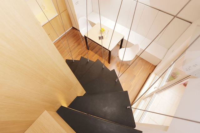 Hệ thống dây cáp này không những tạo không gian thông thoáng cho ngôi nhà mà còn là điểm nhấn trang trí vô cùng bắt mắt, làm đẹp thêm cho căn hộ.
