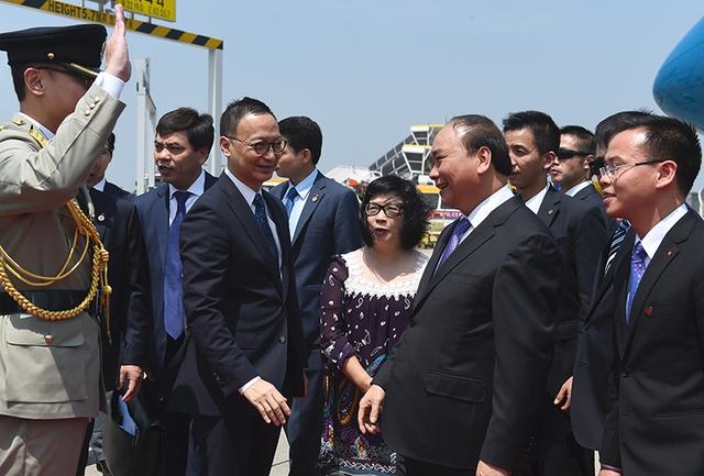 Thủ tướng bắt đầu thăm Hongkong - Ảnh 1.