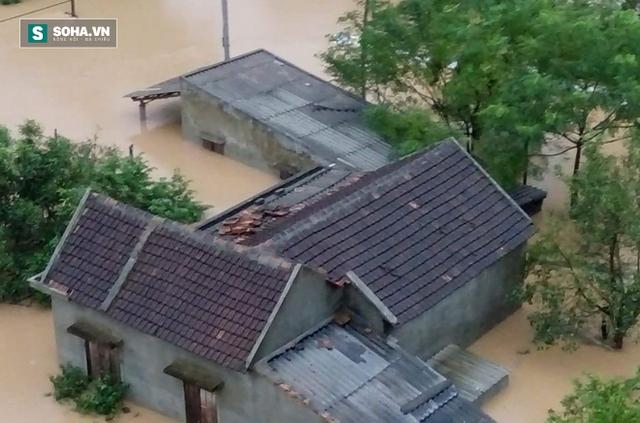 Nhà dân ở Thị xã Ba Đồn chìm sâu trong đợt lũ lịch sử vừa qua.