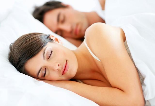 Đảm bảo cơ thể được nghỉ ngơi đủ trong ngày. Ảnh: ShutterStock