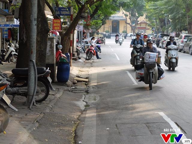 Một bên đường phố Dã Tượng rất thông thoáng khi không có xe đỗ