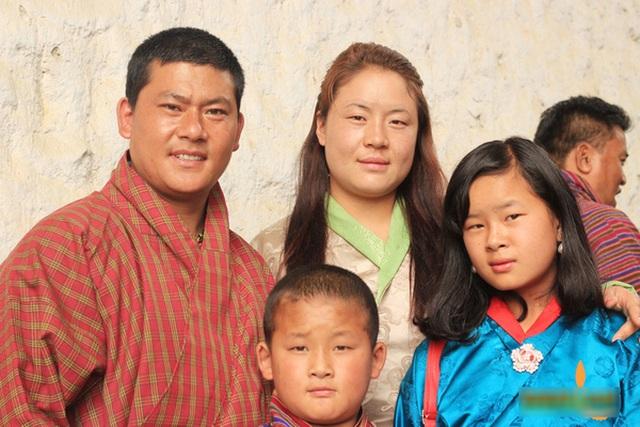 Việc kết hôn ở Bhutan khá cởi mở, không có bạo hành gia đình nên các cặp vợ chồng đều chung sống hạnh phúc.
