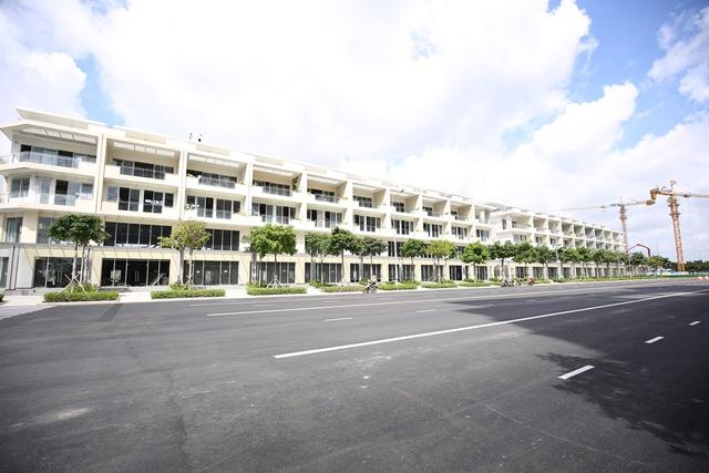 Khu nhà phố thương mại trên đường Bắc Nam do công ty Đại Quang Minh làm Chủ đầu tư.