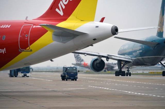 Sản lượng tàu bay cất hạ cánh, hành khách, hàng hóa và bưu kiện thông qua Cảng HKQT Nội Bài tăng rất nhanh, trung bình 10 - 15% /năm. Năm 2014, cảng đã phục vụ hơn 14 triệu lượt hành khách, tăng 10,6% so với năm 2013. Tổng lượng hàng hóa bưu kiện vận chuyển đạt hơn 400.000 tấn, tăng 16,4%, với hơn 100.000 lượt chuyến cất hạ cánh, tăng 12,3%.