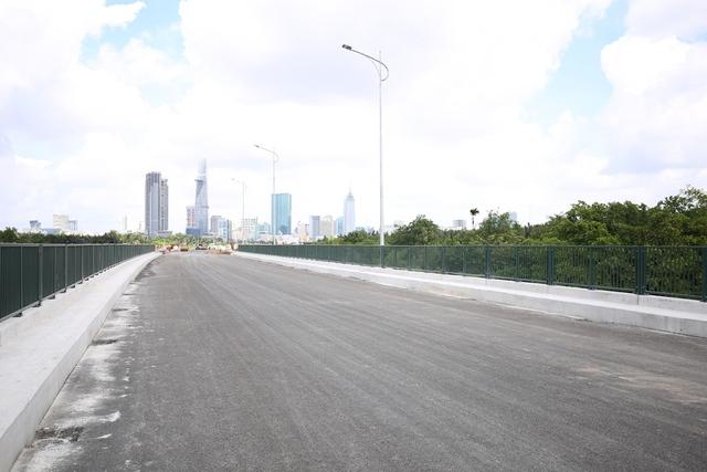 Tuyến R4 – Dự án 4 tuyến đường chính - đã được thảm bê tông nhựa và lắp đặt đèn chiếu sáng.