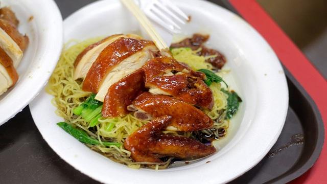 Mì gà với nước tương Hong Kong là món ăn được săn đón nhiều nhất ở tiệm của ông Chan.