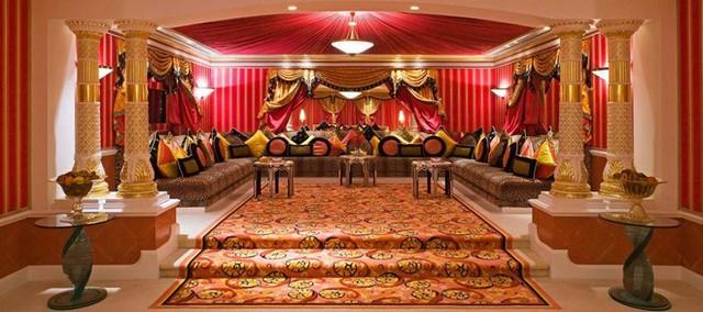 Số tiền chi cho một tối ở phòng suite của khách sạn hạng sang tại Dubai còn nhiều hơn thu nhập hàng năm của phần lớn chúng ta. Những phòng suite như Royal ở Burj Al Arab hay Royal Bridge ở Atlantis the Palm có giá khoảng 23.000-35.000 USD một đêm. Ảnh: Jumeirah.