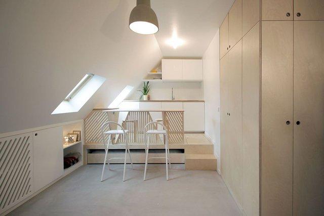 """Khi cần một góc ăn uống rộng rãi chủ nhà có thể dễ dàng """"cất gọn"""" toàn bộ không gian phòng ngủ, phòng khách ngay dưới sàn của bếp ăn cũng với một thao tác đẩy nhẹ."""