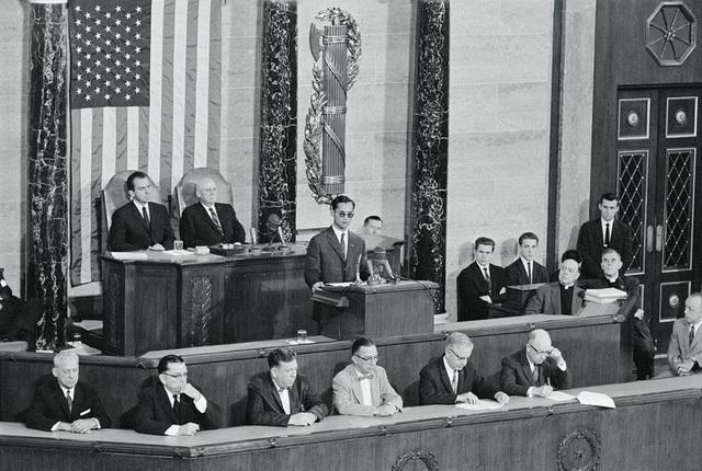 Vua Bhumibol phát biểu tại thượng viện Mỹ vào năm 1960.