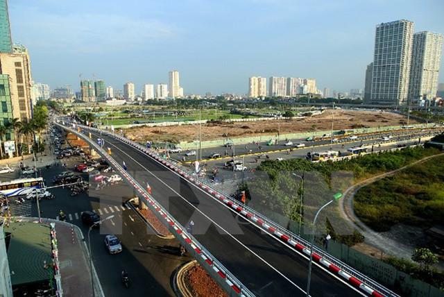 Nút giao thông cầu vượt Hoàng Minh Giám-Nguyễn Chánh, quận Cầu Giấy. (Ảnh: Huy Hùng/TTXVN)