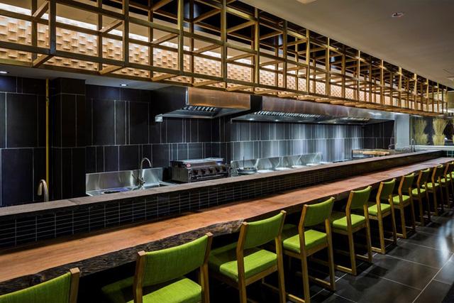 photo 5 1478510893992 Ngắm nhìn cận cảnh nhà hàng có nội thất gỗ độc đáo ở TP. HCM