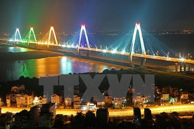 Cầu Nhật Tân - một trong ba cây cầu có số nhịp dây văng lớn nhất thế giới. (Ảnh: Huy Hùng/TTXVN)