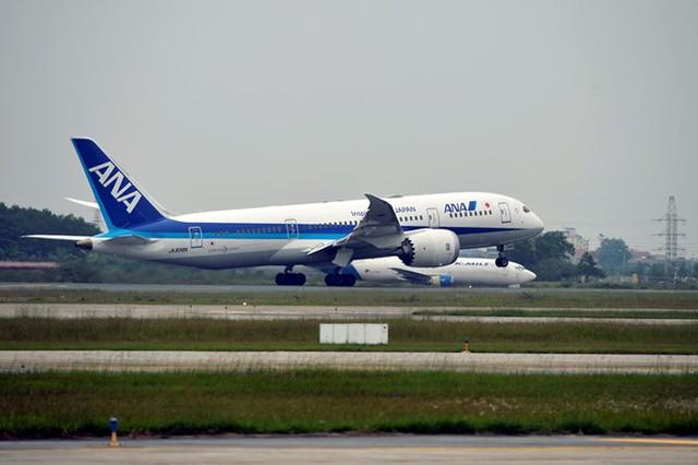 Công suất phục vụ ngày cao điểm đáp ứng phục vụ 30.000 hành khách với 230 lượt cất hạ cánh; giờ cao điểm đáp ứng phục vụ 3.000 hành khách với 23 lượt cất hạ cánh.