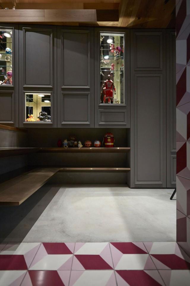 Sàn nhà khu vực bếp ăn và vệ sinh cũng thấp hơn hẳn so với phòng khách.
