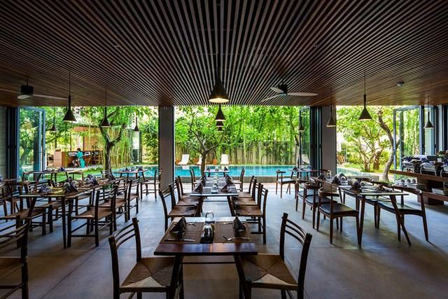 Nhà hàng trong khách sạn cũng có không gian rộng rãi và thoáng mát.