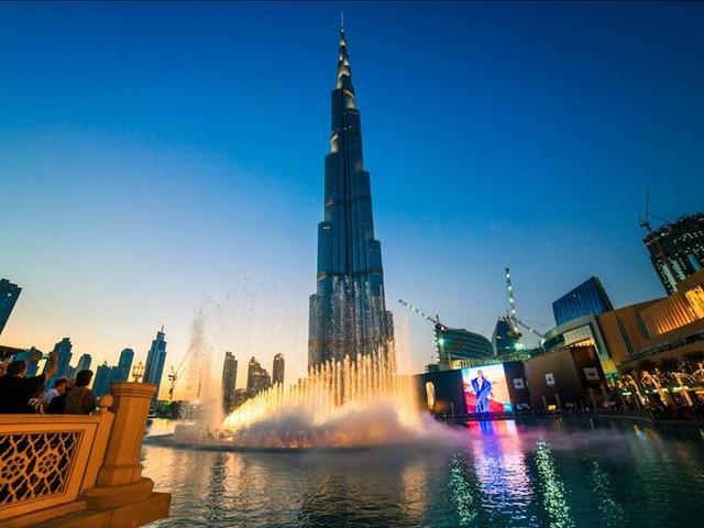 Công trình cao nhất thế giới: Tháp Burj Khalifa (828 m) là công trình nhân tạo cao nhất thế giới, với 160 tầng. Tòa tháp giữ 4 kỷ lục Guinness thế giới: đài quan sát cao nhất, tòa nhà cao nhất, công trình nhân tạo cao nhất và nhà hàng cao nhất. Ảnh: Business Insider.