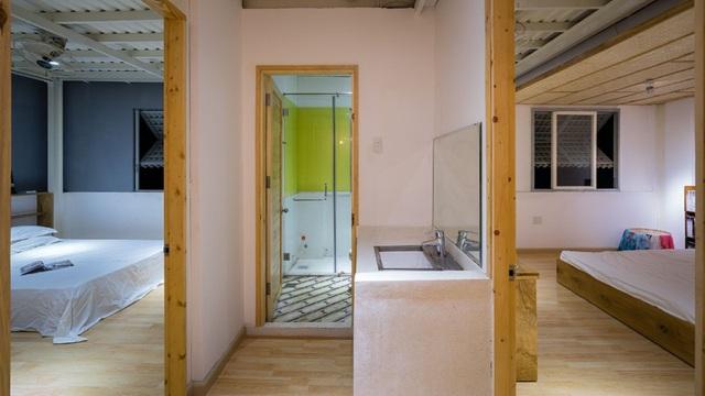 Không gian tầng 2 rộng thoáng với 2 phòng ngủ và một khu vệ sinh chung.
