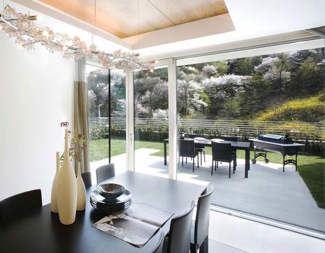 Toàn bộ nội thất trong nhà đều rất hiện đại và sang trọng.
