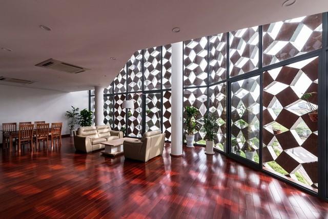 Tầng 3 của ngôi nhà là không gian phòng khách, phòng ăn và khu vực bếp.