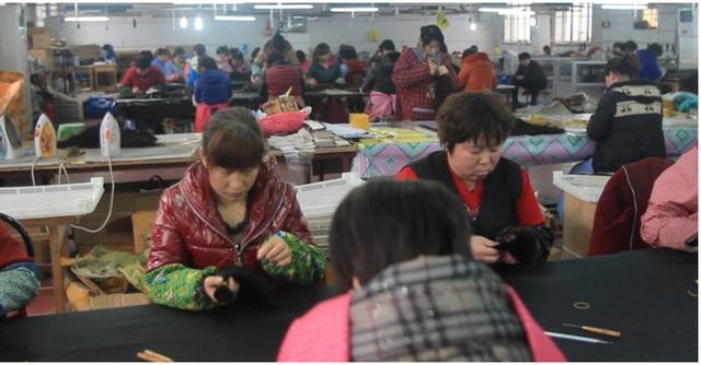 Một nhà máy làm tóc tại Trung Quốc.
