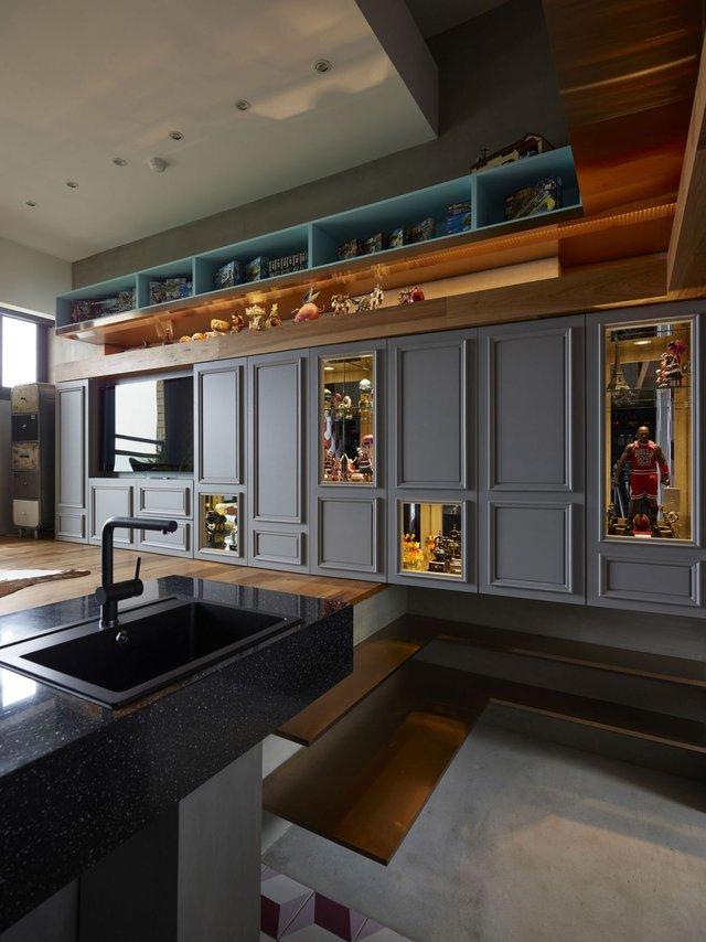 Đây vừa là không gian trang trí đẹp mắt và cũng vừa là nơi lưu trữ gọn gàng, lý tưởng cho chủ nhà.