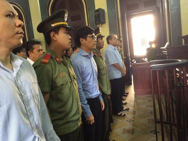 Phiên tòa chiều 25/7: Phan Thành Mai khai các việc làm trái đều nhằm cứu ngân hàng VNCB - Ảnh 1.