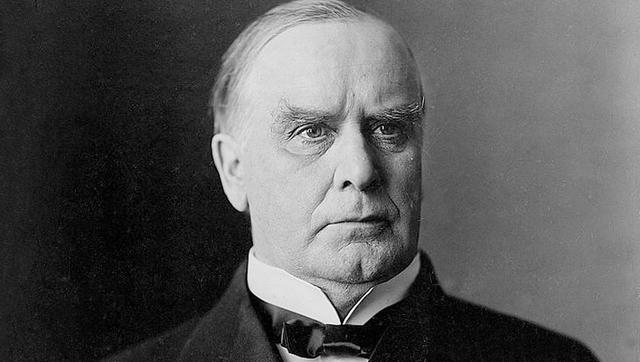 Phần lớn cuộc đời, William McKinley, nhiệm kỳ 1897-1901, có sự ổn định về mặt tài chính suốt thời trai trẻ. Tuy nhiên, ông phá sản năm 1983 và ôm khoản nợ 130.000 USD. Không những vậy, McKinley tiếp tục bị bạn bè lừa tiền khi nhờ họ quản lý bất động sản và các tài khoản khác khiến ông tiếp tục lâm vào cảnh khánh kiệt.
