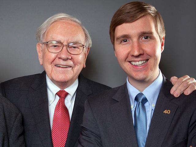 Warren Buffett luôn khuyến khích các con chọn đường đi cho riêng mình, thất bại hay thành công theo cách riêng của chúng.
