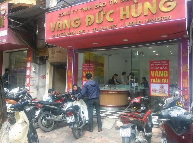Cảnh vắng vẻ tại một cửa hàng quy mô nhỏ nằm ngay vị trí trung tâm trên phố Trần Nhân Tông.