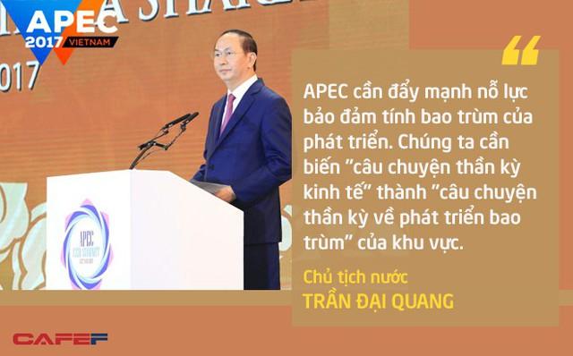 """Để APEC tiếp tục là diễn đàn liên kết kinh tế hàng đầu khu vực, Chủ tịch nước Trần Đại Quang mong muốn cộng đồng doanh nghiệp châu Á - Thái Bình Dương tiếp tục đóng vai trò quan trọng trong việc cùng chính phủ giải quyết 3 vấn đề cấp bách và một trong số đó là: """"APEC cần đẩy mạnh nỗ lực bảo đảm tính bao trùm của phát triển. Chúng ta cần biến 'câu chuyện thần kỳ kinh tế' thành 'câu chuyện thần kỳ về phát triển bao trùm' của khu vực, đi đầu thực hiện Mục tiêu phát triển bền vững của Liên Hợp Quốc""""."""