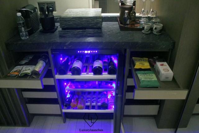 Đồ ăn nhẹ và đồ uống tuyệt vời được cung cấp trong phòng cùng với máy pha cà phê Nespresso và lựa chọn các món Espresso.