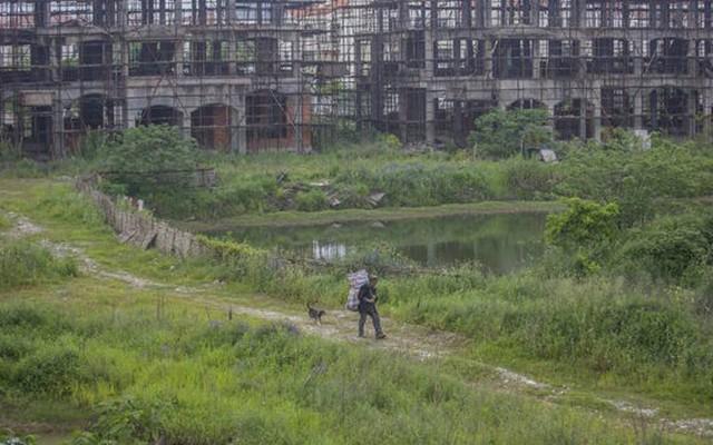 Cảnh hoang tàn ở khu căn hộ xa hoa rộng 130.000 m2 ở An Huy(Trung Quốc)