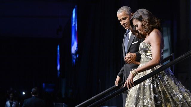 Ngay kể cả những mẫu váy quây trẻ trung cũng không làm khó được Michelle.