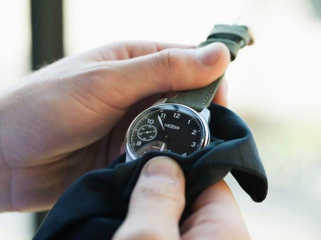 Để đạt tiêu chuẩn Made in America, mọi linh kiện nhỏ bé của chiếc đồng hồ này đều phải được sản xuất ở Mỹ.