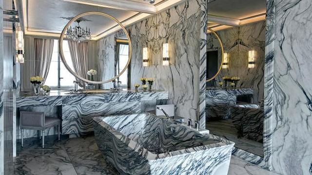 Bồn tắm bằng 2 tấn đá cẩm thạch Carrara của Khách sạn Crillon
