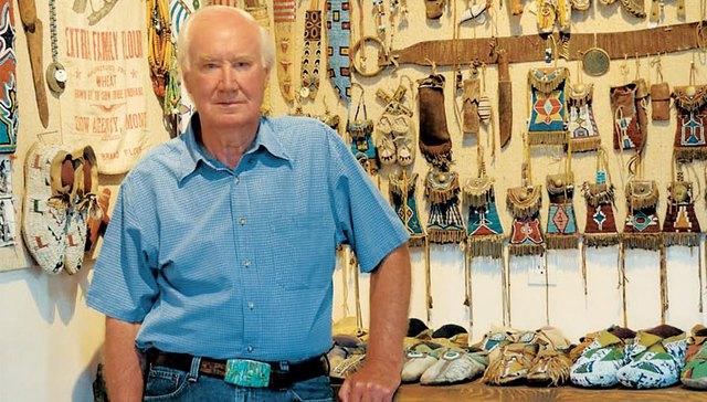 Forrest Fenn là một nhà khảo cổ, nhà buôn bán đồ cổ giàu có.