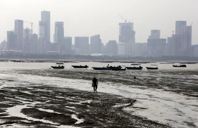 Mặc dù tốc độ phát triển rất nhanh, có nhiều câu hỏi về khả năng tài trợ vốn cho các dự án. Nhiều quan chức Trung Quốc đã tỏ ý hoài nghi về việc liệu tiền chi cho cơ sở hạ tầng có thể bắt kịp tốc độ đô thị hóa hay không.