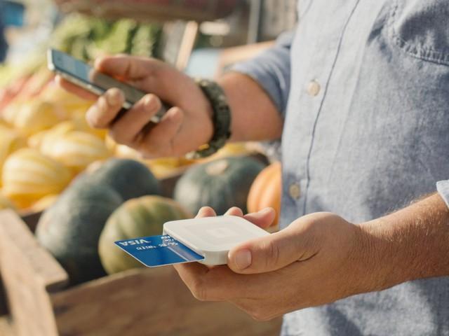 Đồng sáng lập Twitter Jack Dorsey ra mắt Square vào tháng 10/2010 khi người bạn của ông phàn nàn việc không thể quẹt các thẻ tín dụng ở Mỹ. Giải quyết được bài toán nan giải cho nhiều cửa hàng, Square được định giá 9,75 tỷ USD.