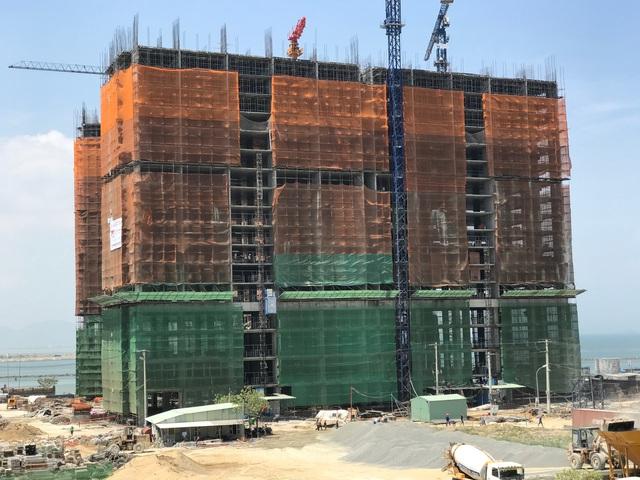 Dự án khách sạn, căn hộ cao cấp nằm ngay chân cầu Thuận Phước, hiện đang xây đến tầng 20. Dự án do tập đoàn Hòa Bình của đại gia Đường bia đầu tư.